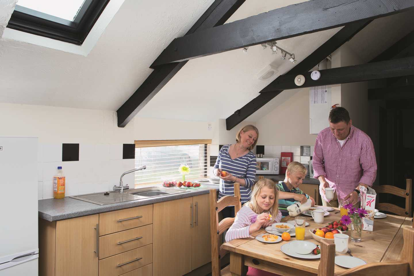 A family having breakfast in a Comfort Plus chalet