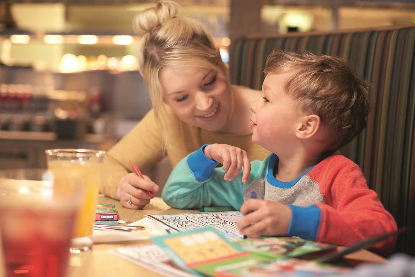 A little girl boy lunch with his mum