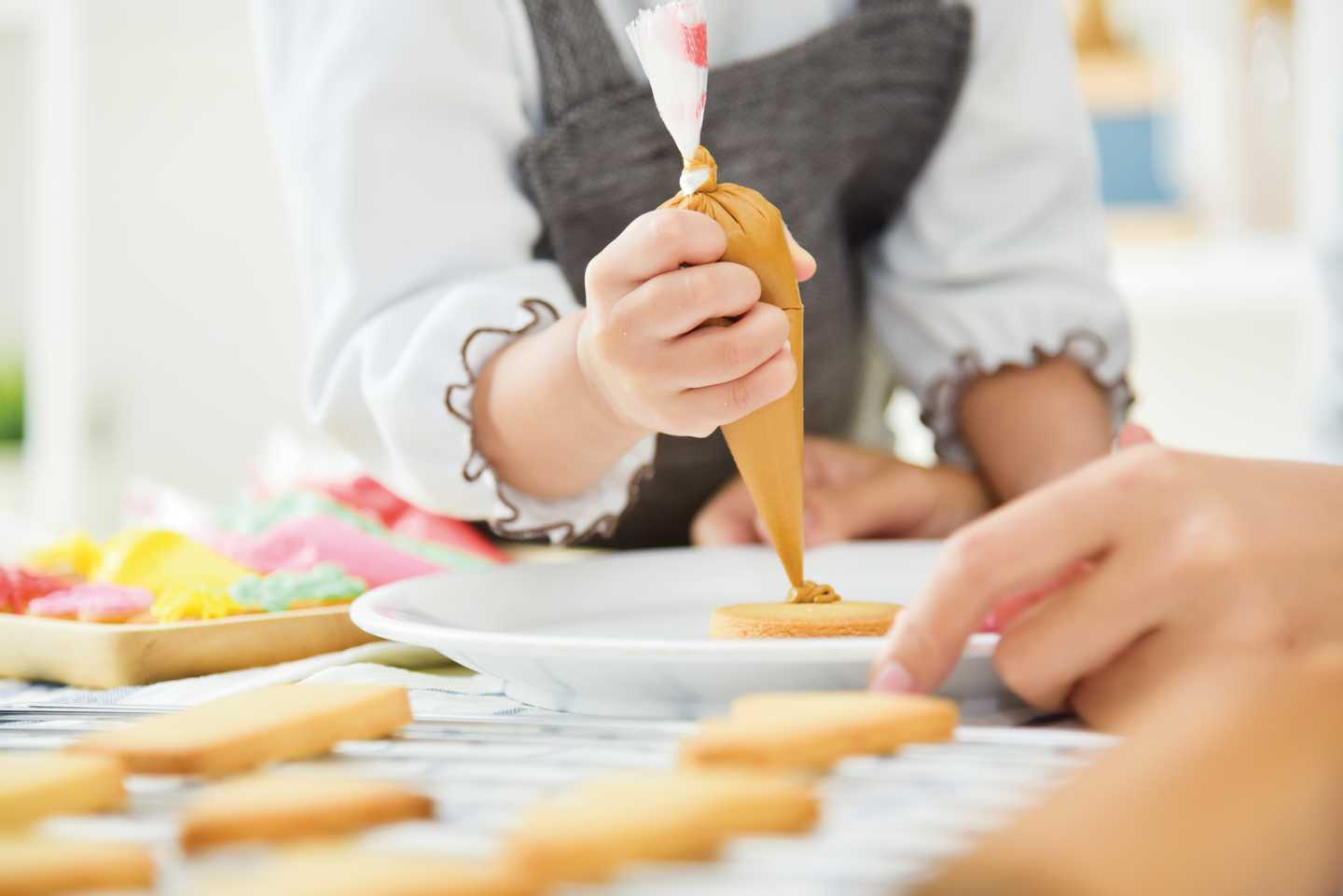 Person decorating cakes and biscuits