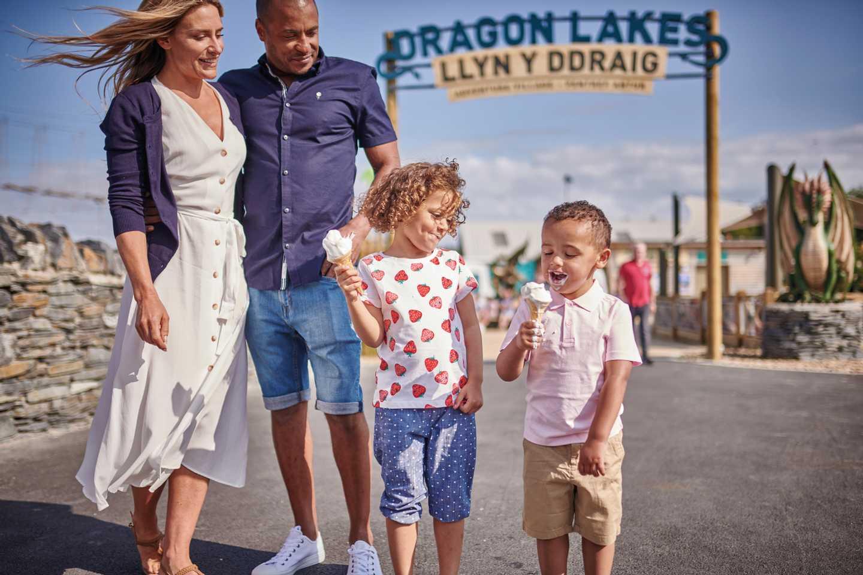 Dragon Lakes Adventure Village at Hafan y Môr