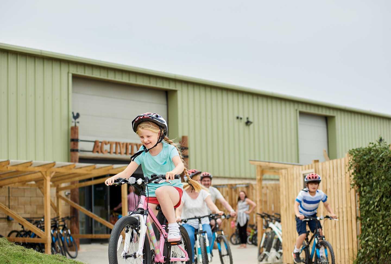 Guests hiring a bike at Thornwick Bay