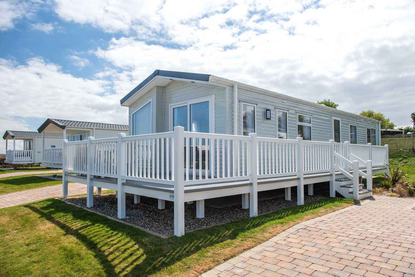 Frontview of Lakeview Platinum with Decking