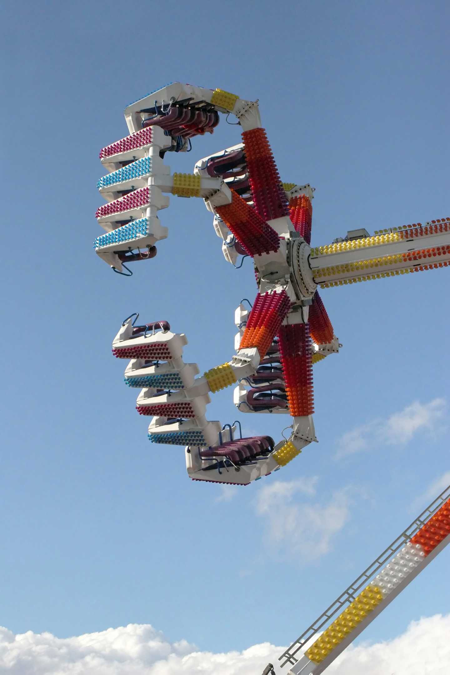 The Fireball pendulum ride