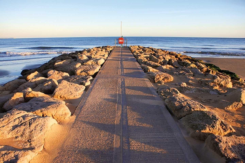Sandbanks Beach © Robert Linsdell (flickr)
