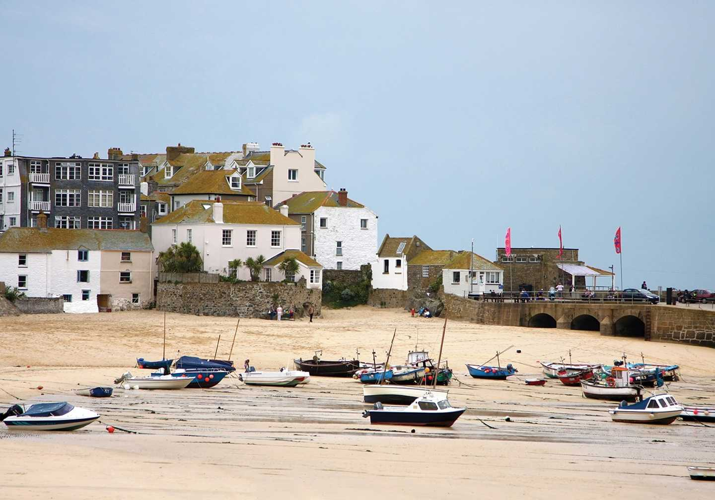 Cottages and boats along the St Ives harbour