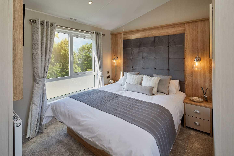 Willerby Vogue Classique master bedroom