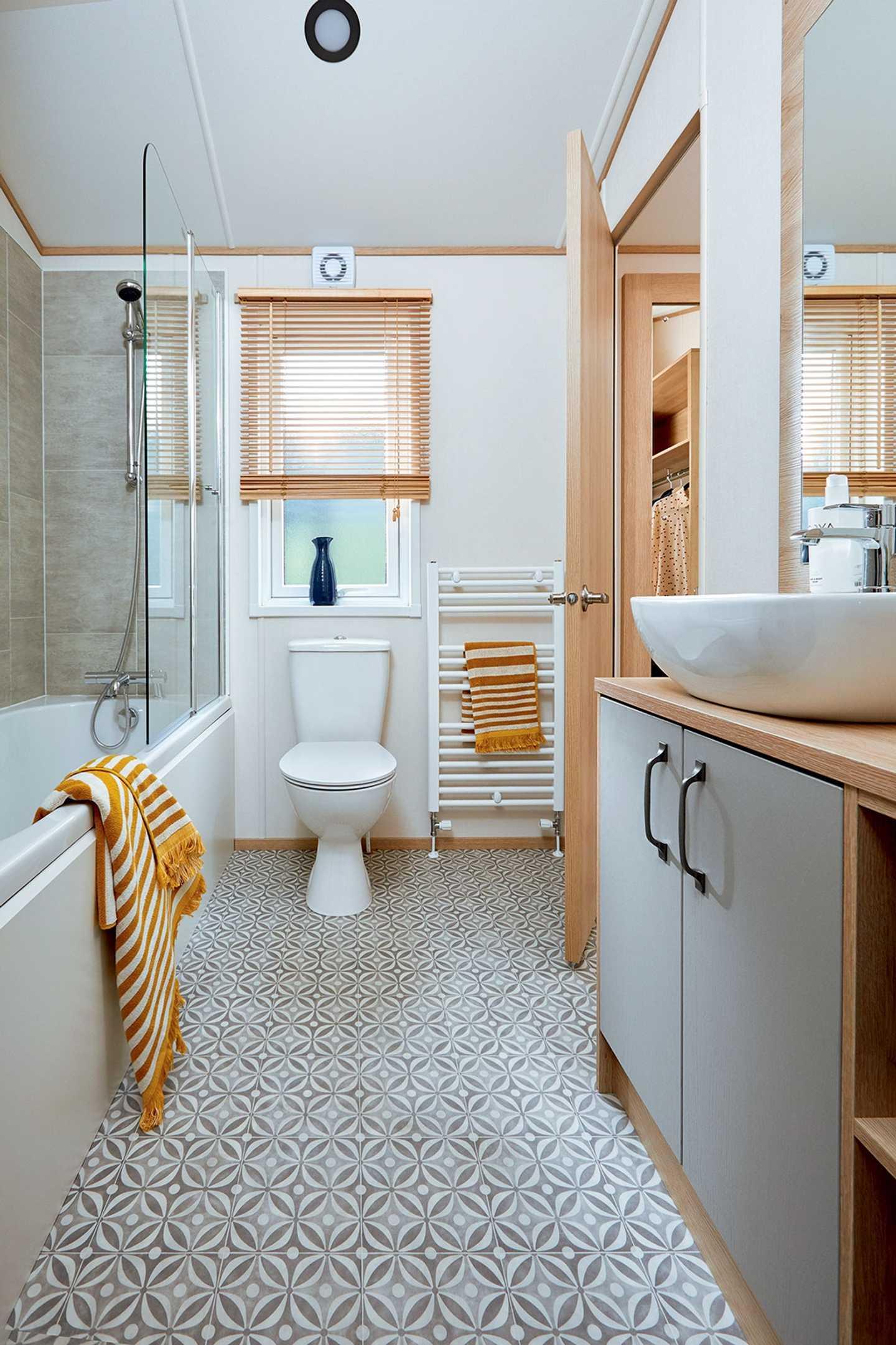 Luxury Lodge twin bathroom at Elterwater