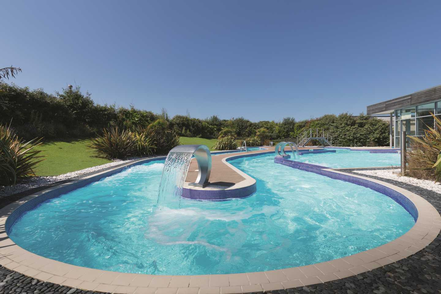 Heated outdoor lazy river at Reighton Sands