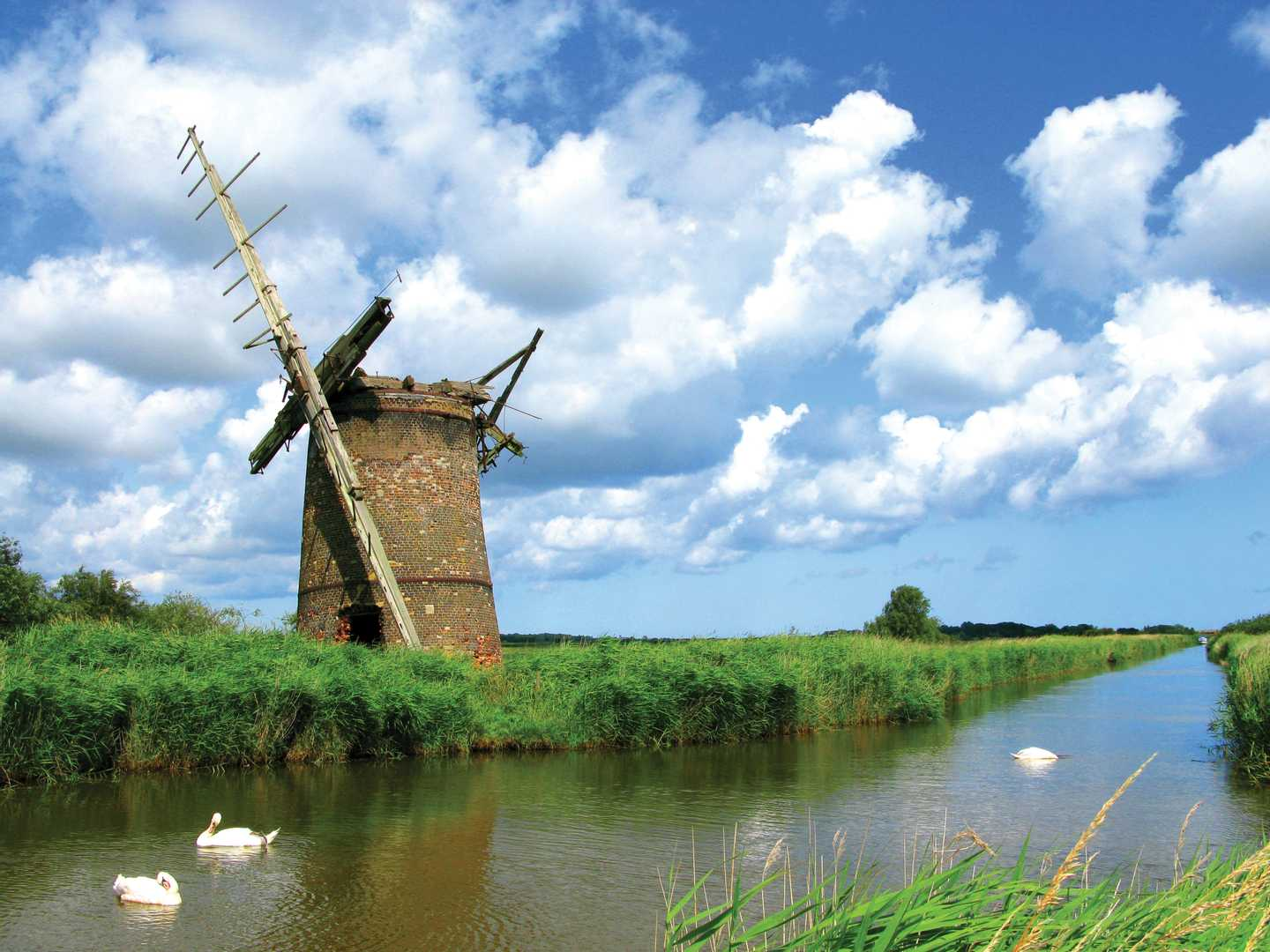 Cruise along the Norfolk Broads