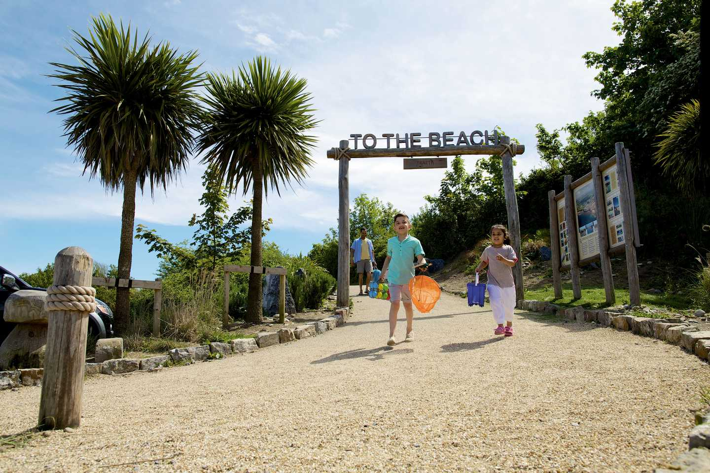 Guests walking to the beach from Kiln Park